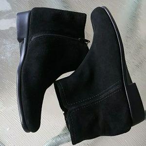 Aerosoles Black Suede Flat Ankle Boots Sz 7